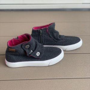 Girls sneaker/ shoe.